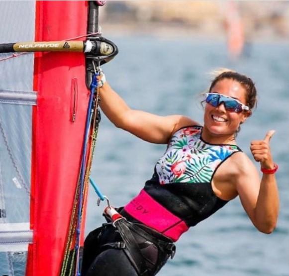 Blanca Manchón en su windsurf