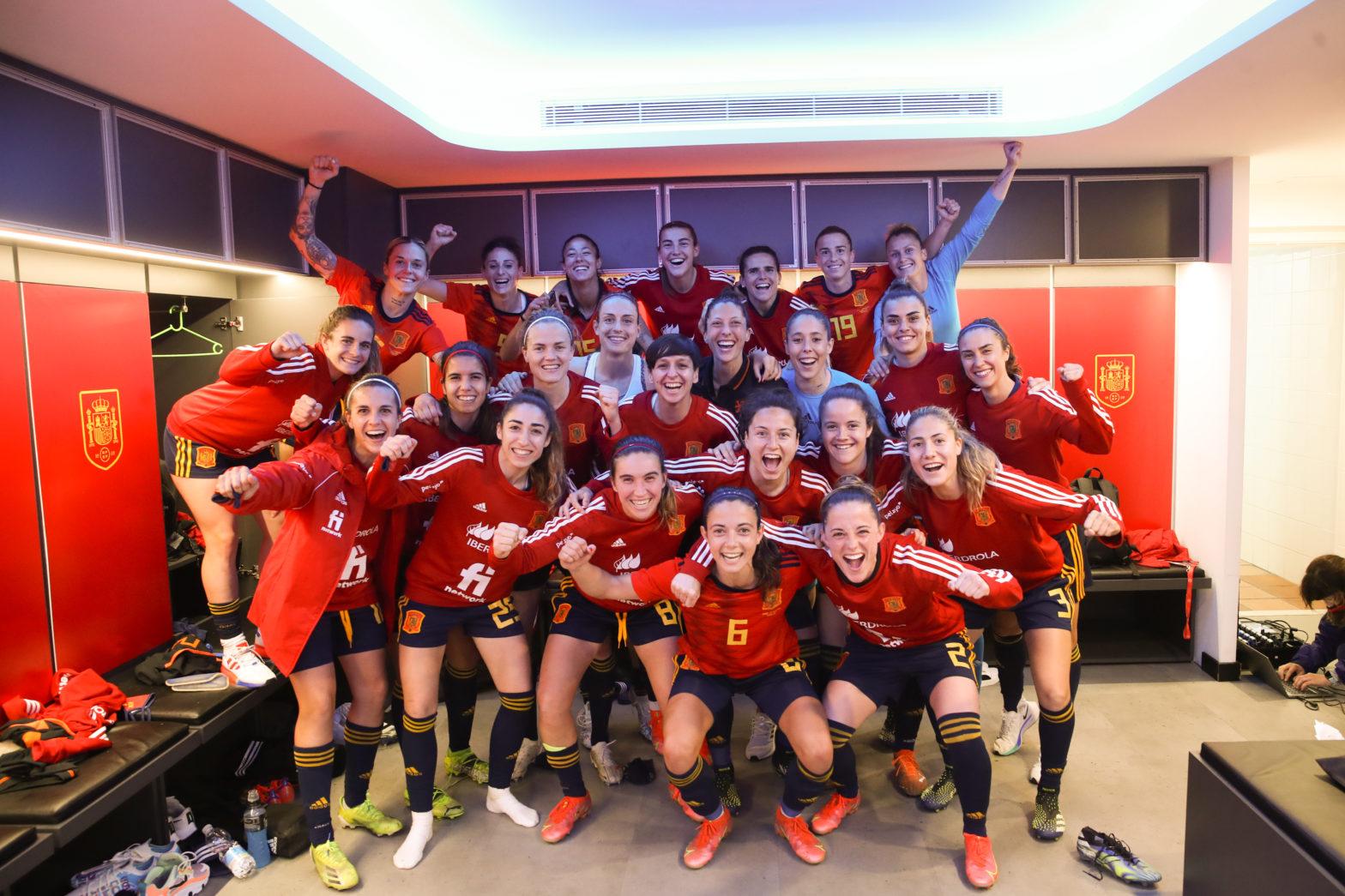 Celebración en vestuario deEspaña vence a toda una campeona de Europa
