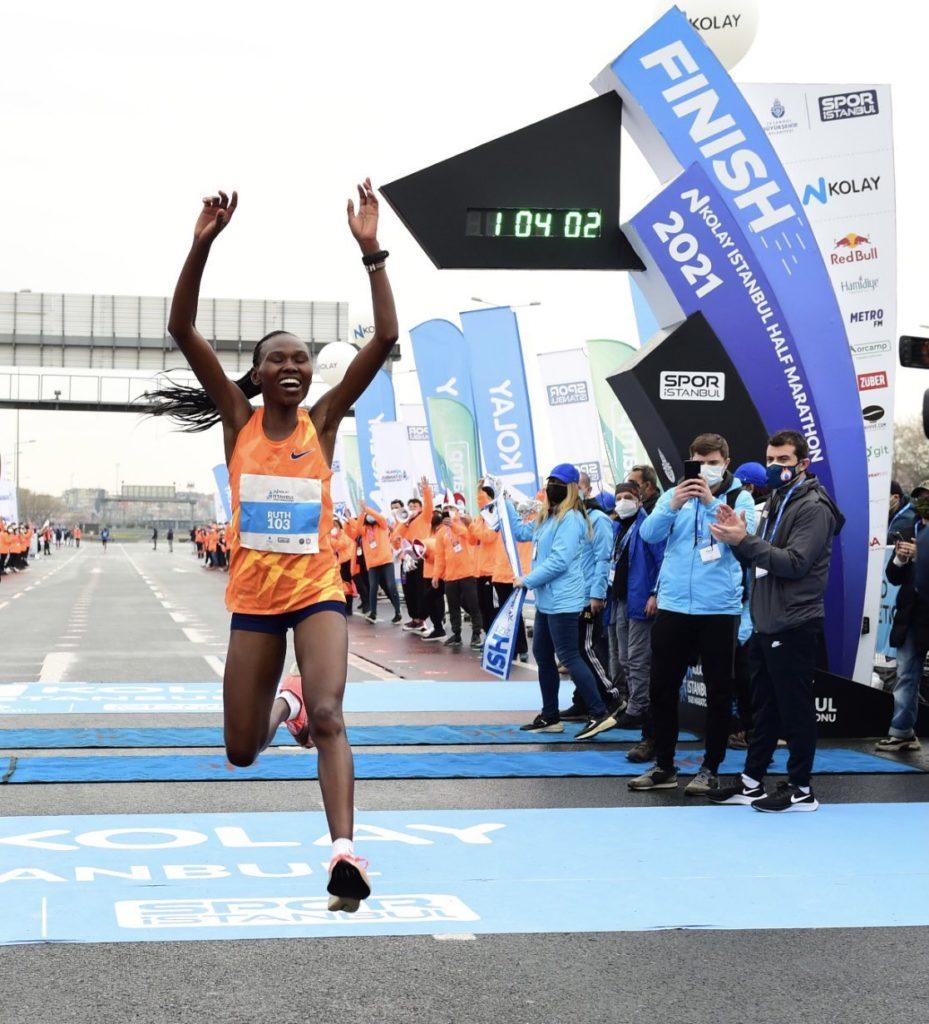 Ruth Chepngetich rompe el record del mundo