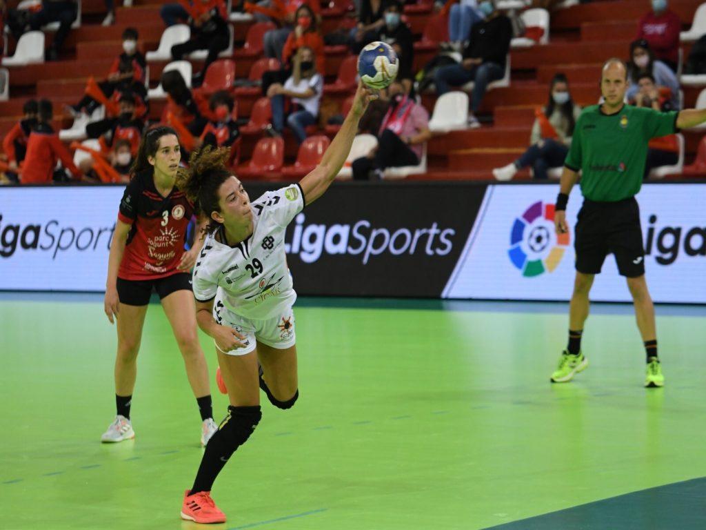 Las jugadoras de balonmano Gabriela Pessoa y Carmen Toscano