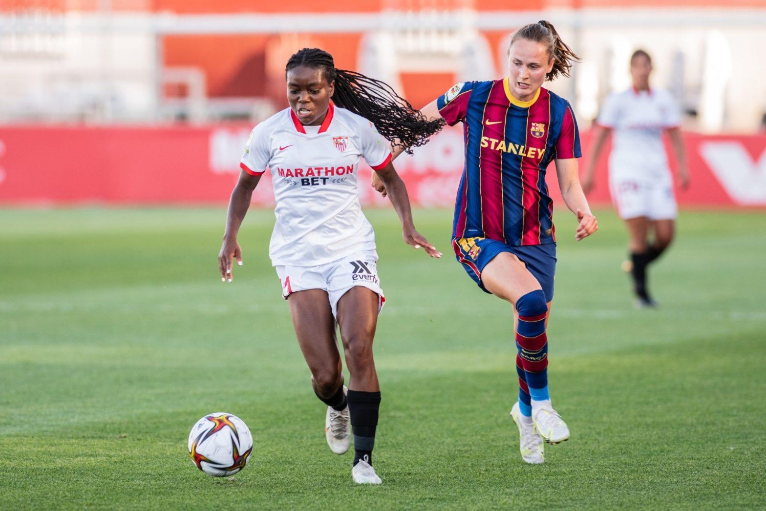 Las futbolistas Tony Payne y Caroline Graham en el partido disputado entre el Sevilla FC y FC Barcelona