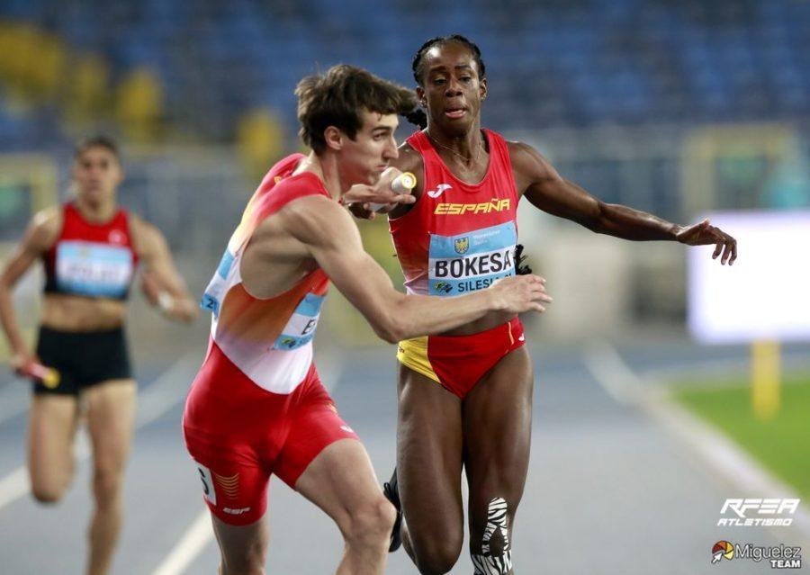 Pase de relevos de atletas españoles